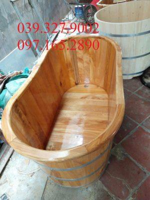 Bồn tắm dài gỗ thông