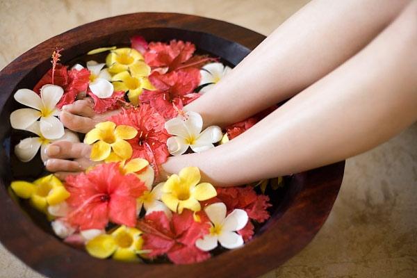 lợi ích khi ngâm chân bằng chậu gỗ