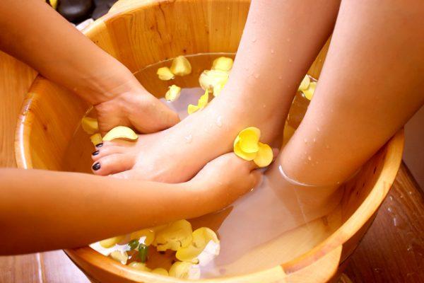 Chậu gỗ ngâm chân giúp thư giãn tuyệt vời