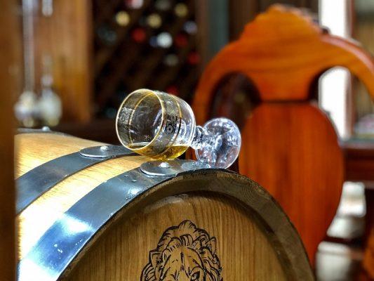 Lợi ích của rượu whisky khi ngâm trong thùng gỗ sồi