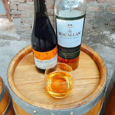 Quá trình ngâm ủ rượu vang trong thùng rượu gỗ sồi